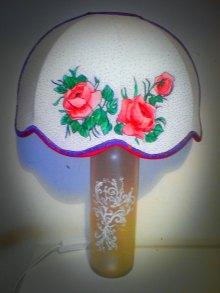 alt=abatjour alt=lighting alt=decorazione a mano alt=recupero bottiglia come base di una lampada alt=handmande
